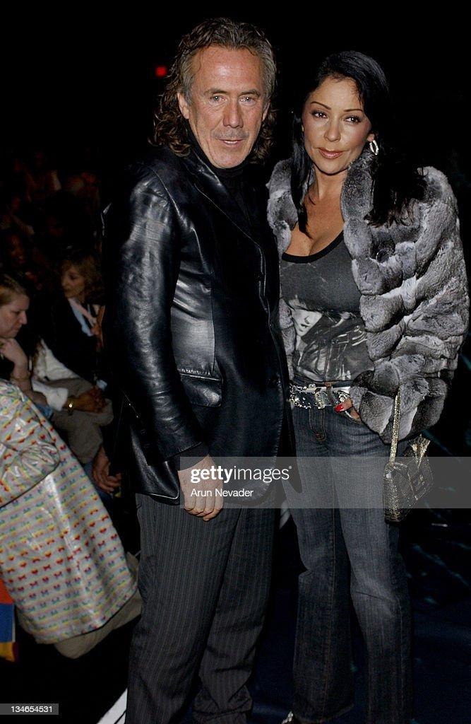 Mercedes-Benz Fall 2005 L.A. Fashion Week at Smashbox Studios - Mason by Michelle Mason - Front Row and Backstage : News Photo