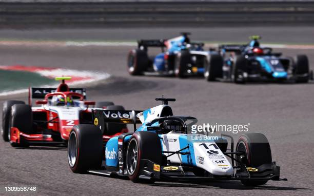 Richard Verschoor of Netherlands and MP Motorsport leads Oscar Piastri of Australia and Prema Racing during the Feature Race of Round 1:Sakhir of the...
