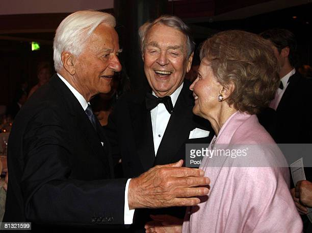 Richard von Weizscker Berthold Beitz and his wife Else attend the 'Goldene Sportpyramide Award' at the Hall of Fame on May 31 2008 in Berlin Germany