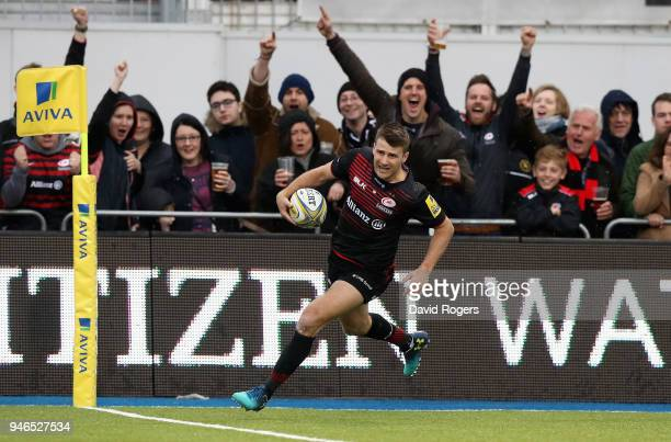 Richard Wigglesworth of Saracens breaks clear to score their third try during the Aviva Premiership match between Saracens and Bath Rugby at Allianz...