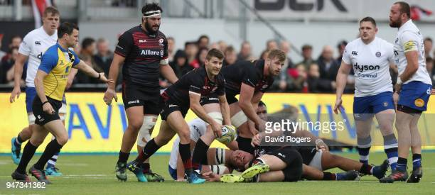 Richard Wigglesworth of Saracens passes the ball during the Aviva Premiership match between Saracens and Bath Rugby at Allianz Park on April 15 2018...