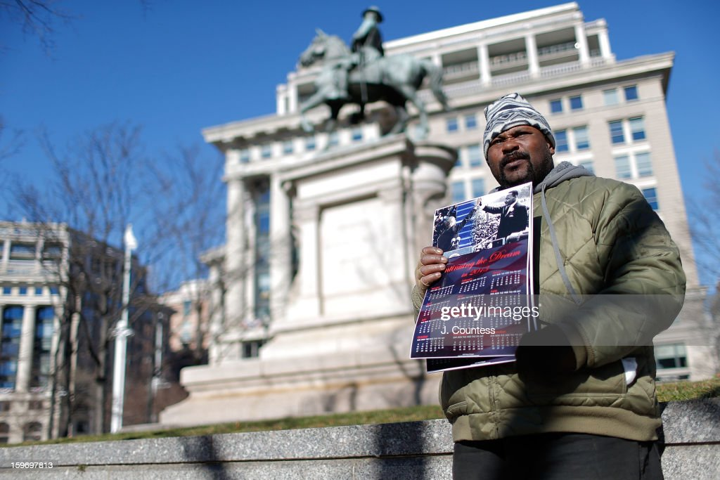 Richard Woodyard sells 'Obama Calenders' on Pennsylvania avenue ahead of the 57th United States Presidential Inauguration on January 18, 2013 in Washington, D.C., United States.