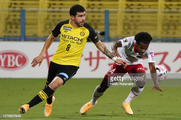 Richardson of Kashiwa Reysol and Ezequiel of Sanfrecce Hiroshima compete for the ball during the J.League Meiji Yasuda J1 match between Kashiwa...