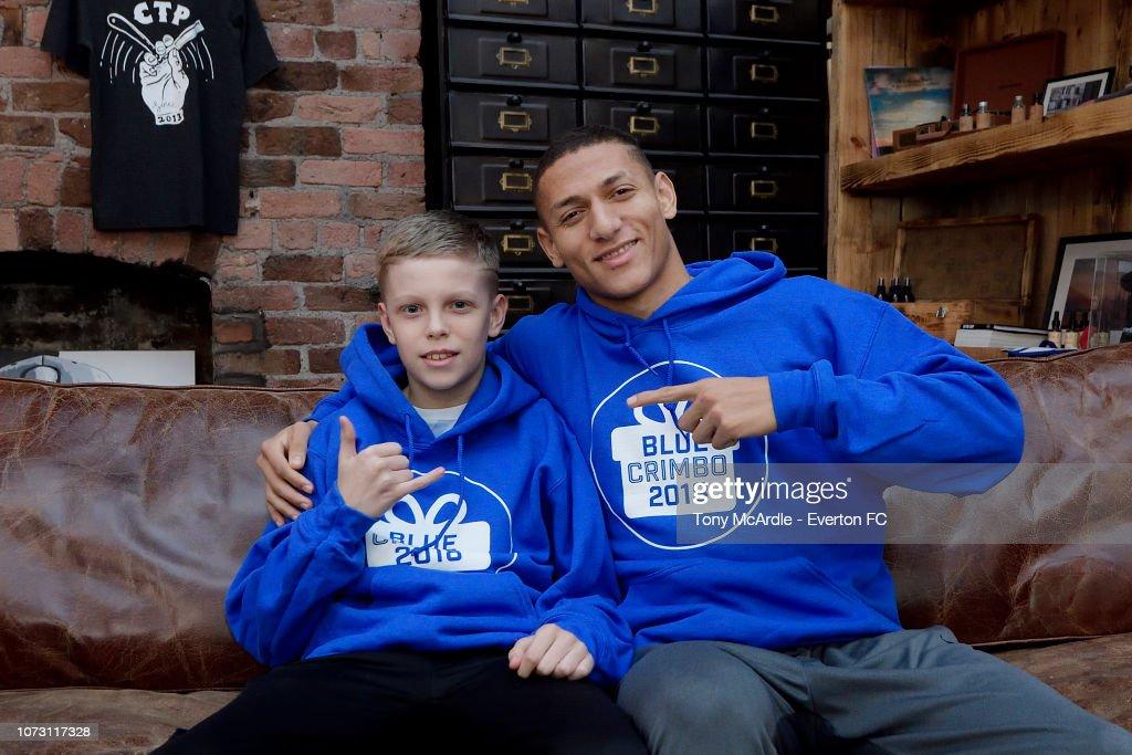 Richarlison Surprises a Young Everton Fan for 'Blue Crimbo' : News Photo