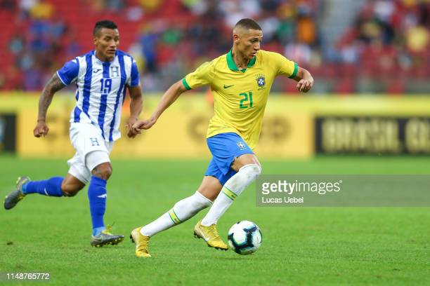Richarlisson of Brazil battles for the ball against Luis Garrido of Honduras during the match Brazil v Honduras at BeiraRio Stadium on June 9 in...