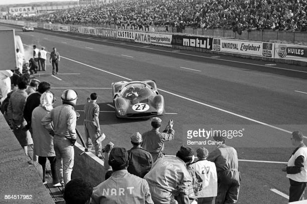 Richie Ginther Pedro Rodriguez Ferrari 365P2/3 24 Hours of Le Mans Le Mans 19 June 1966 Pedro Rodriguez standing is ready to relay his teammate...