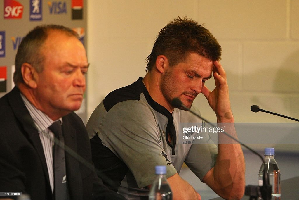 New Zealand v France - IRB RWC 2007 Quarter Final : News Photo