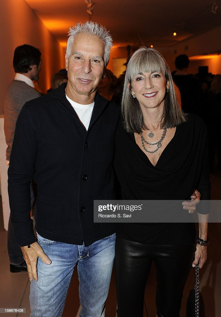 Richie Pearlstone and Amy Elias attend Angie Stewart, Carolyn Powers, Mona Look-Mazza And Richard Edwards host an exclusive celebration of the Fendi Resort 2013 Collection at Baldwin Gallery on December 22, 2012 in Aspen, Colorado.