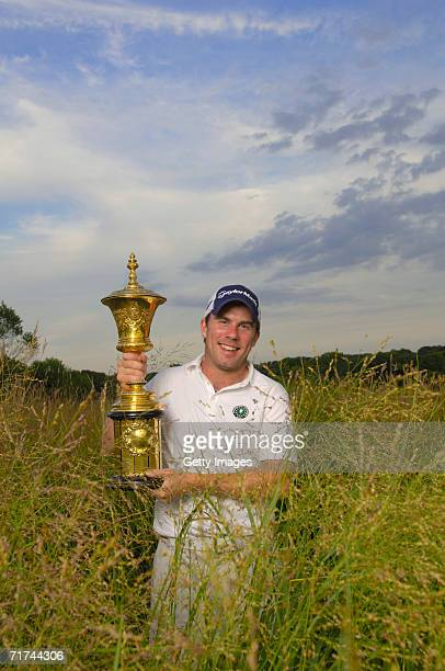 Richie Ramsay of Scotland holds up the trophy after winning the 2006 U.S. Amateur at Hazeltine National Golf Club on August 27, 2006 in Chaska,...