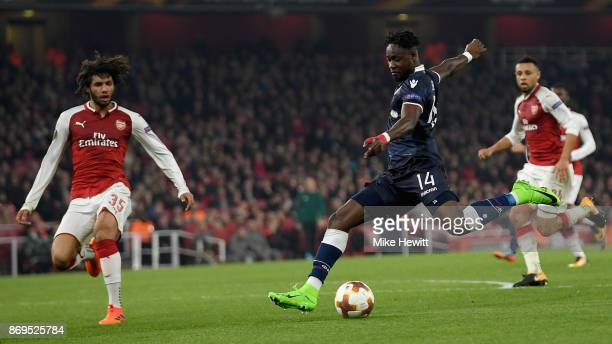 Richmond Boakye of FK Crvena Zvezda shoots during the UEFA Europa League group H match between Arsenal FC and Crvena Zvezda at Emirates Stadium on...