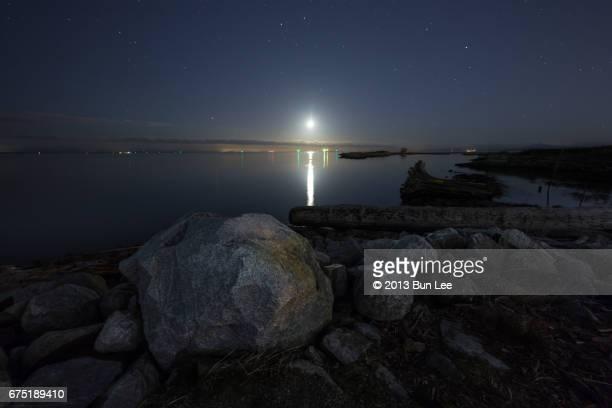 richmond, british columbia 2017: garry point park at night - richmond british columbia stock photos and pictures