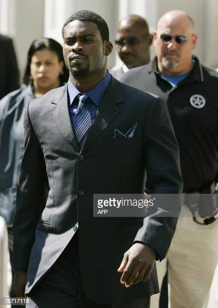 Richmond, UNITED STATES: Escorted by US Marshals, Atlanta Falcons quarterback Michael Vick leaves the federal courthouse following his arraignment 26...