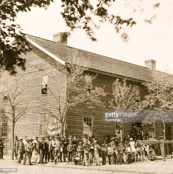 Richmond, Va. Crowd before headquarters of the U.S. Christian Commission
