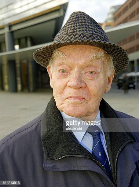 Richter, Hans *12.01..2008+Schauspieler, D - Portrait mit Hut- November 2000