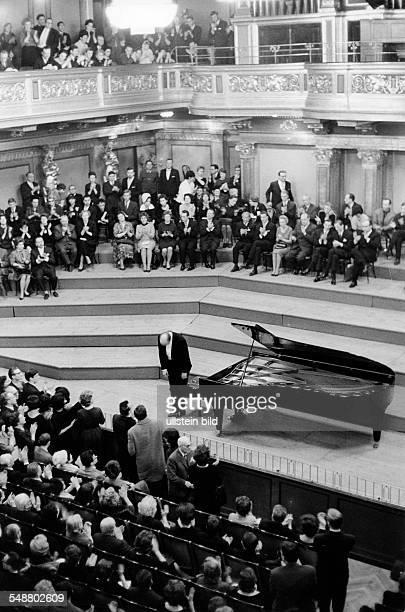 Richter Sviatoslav Musician Pianist Russia * during a concert in Vienna 1971 Photographer Jochen Blume Vintage property of ullstein bild