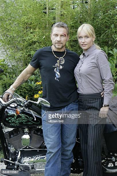 HansJuergen und Anica Dobra bei Dreharbeiten zum Sat1Film Spaetzuender