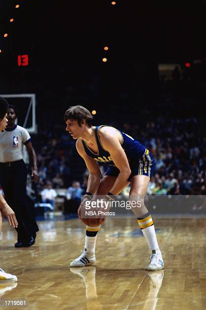 Rick Barry of the Golden State Warriors looks to make a play during an NBA game in February 24 1977 NOTE TO USER User expressly acknowledges and...