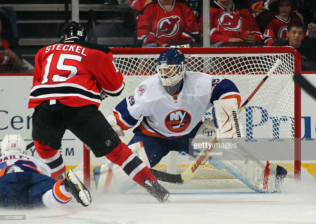 bc7fae121 Rick DiPietro of the New York Islanders braces for the shot from ...