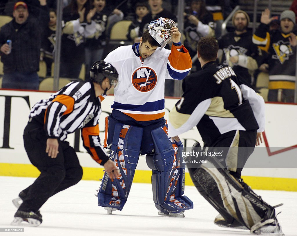 New York Islanders v Pittsburgh Penguins : News Photo