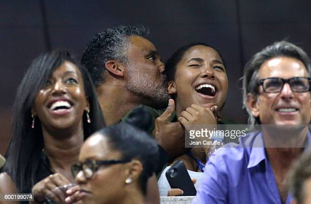 Rick Fox and daughter Sasha Fox cheer for Serena Williams during day 10 of the 2016 US Open at USTA Billie Jean King National Tennis Center on...