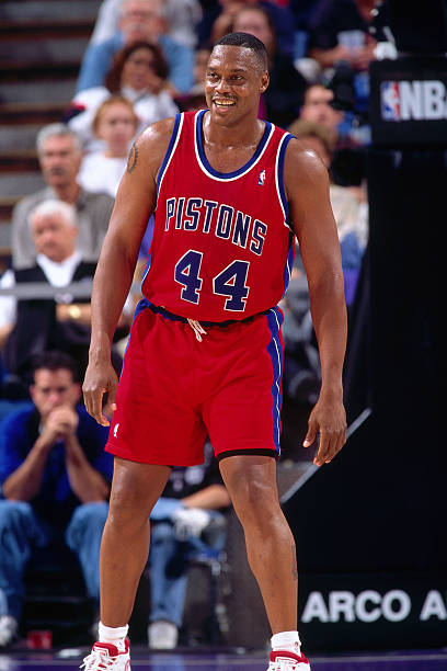 rick-mahorn-of-the-detroit-pistons-looks
