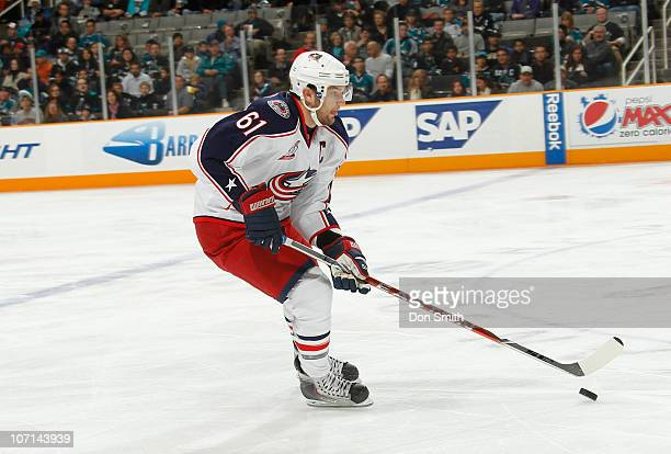 Rick Nash of the Columbus Blue Jackets carries the puck against the San Jose Sharks during an NHL game on November 20 2010 at HP Pavilion at San Jose...