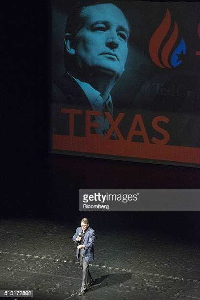 Rick Perry former governor of Texas talks to attendees ahead of a speech by Senator Ted Cruz a Republican from Texas and 2016 presidential candidate...