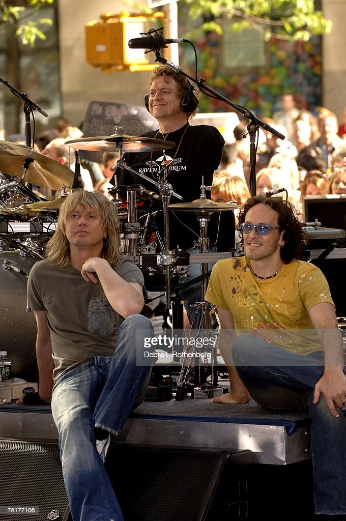 """Bryan Adams and Def Leppard Perform on the 2005 """"Today"""" Show Summer Concert Series : ニュース写真"""