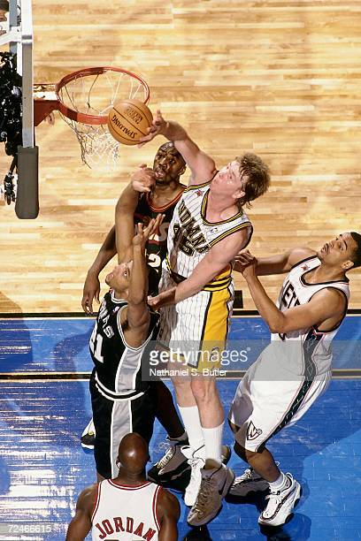 Rick Smits of the Eastern Conference AllStars battles for a rebound against Tim Duncan of the Western Conference AllStars during the 1998 NBA AllStar...