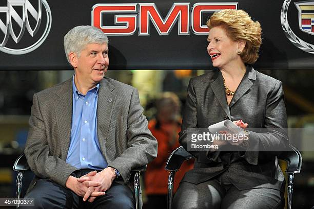 Rick Snyder governor of Michigan left and US Senator Debbie Stabenow talk before the start of a news conference at the General Motors Co assembly...