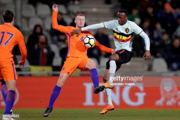 Rick van Drongelen of Holland U21 Dodi Lukebakio Ngandoli of Belgium U21 during the match between Holland U21 v Belgium U21 at the De Vijverberg on...