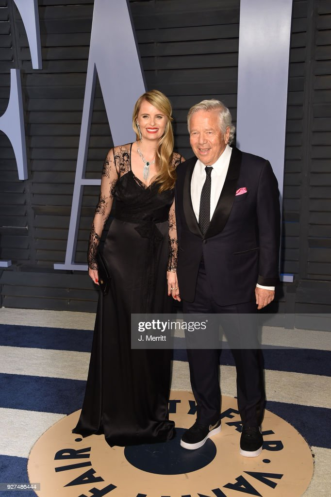 Ricki Lander and Chief Executive Officer of the New England Patriots Robert Kraft attend the 2018 Vanity Fair Oscar Party hosted by Radhika Jones at the Wallis Annenberg Center for the Performing Arts on March 4, 2018 in Beverly Hills, California.