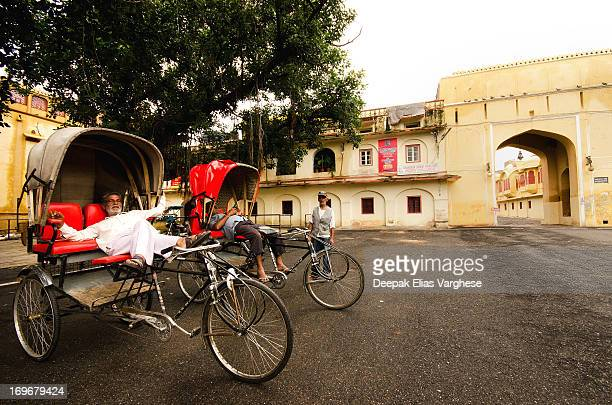 CONTENT] Rickshaw drivers relaxing in the afternoon outside the famous Jaipur City Palace