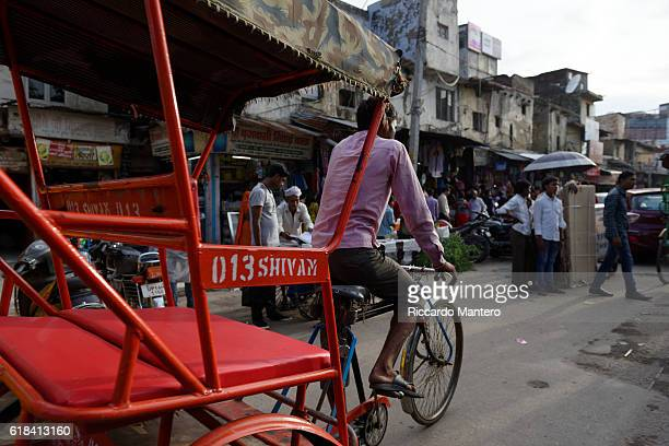 rickshaw in delhi - rickshaw stock photos and pictures