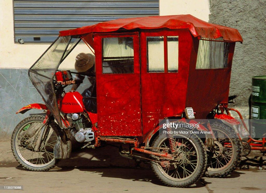Rickshaw in the town of Raqchi in Peru : Foto de stock