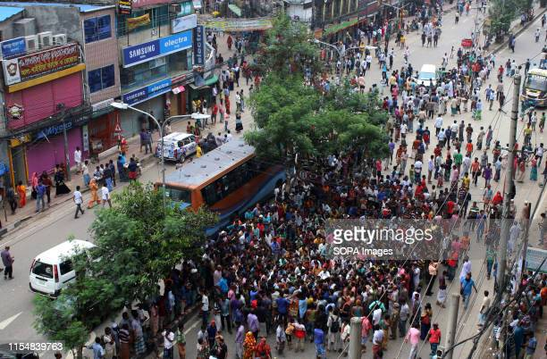 Rickshawpullers at the Rampura Bazar during the protest A large number of rickshawpullers and owners blocked Dhaka roads for the second day demanding...