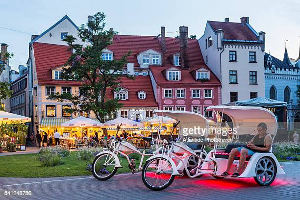 Rickshaws and typical houses in Livu square