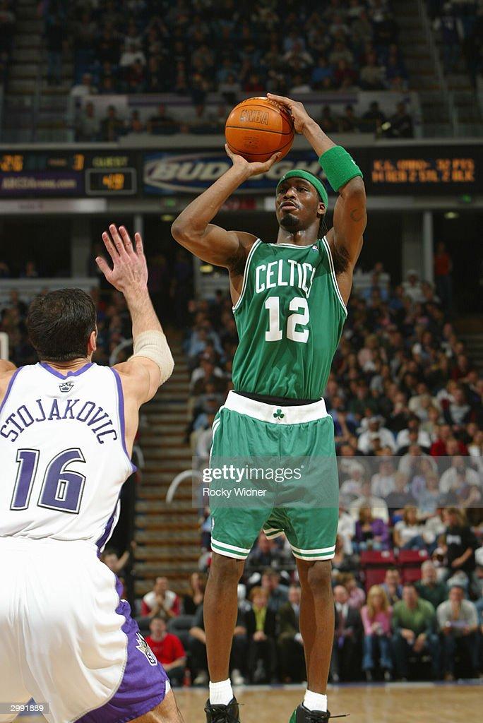 best loved 0a49a 45fe3 Ricky Davis of the Boston Celtics shoots the jump shot ...