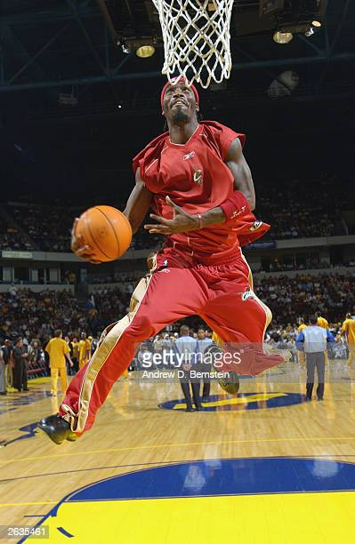 Ricky Davis of the Cleveland Cavaliers flies to the basket as he warms up before the preaseason game against the Los Angeles Lakers at Centennial...