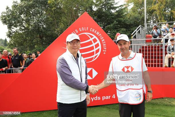 Ricky Elliott caddy for Brooks Koepka of the United States poses with the 2018 Caddy of the Year bib and Raymond Cheng COO Asia Pacific HSBC on the...