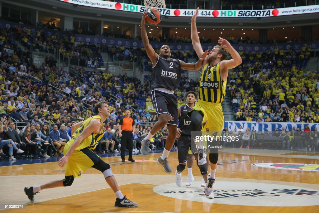 Fenerbahce Dogus Istanbul v Brose Bamberg - Turkish Airlines EuroLeague : News Photo