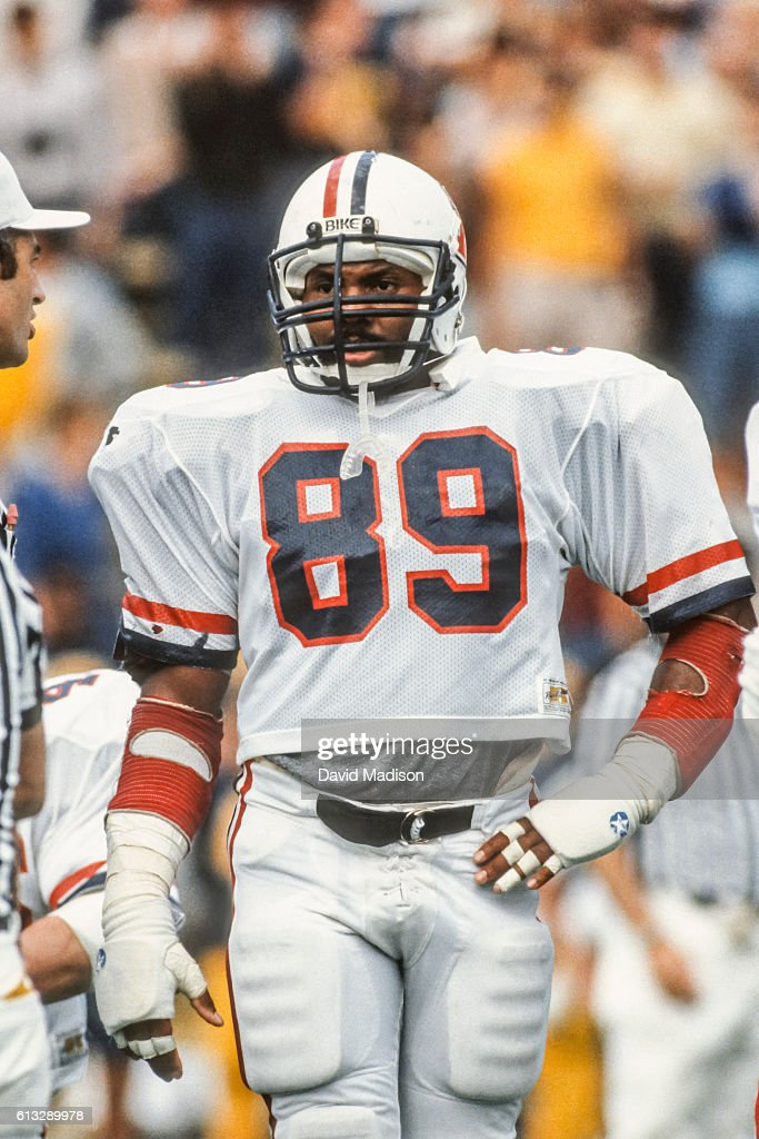 Ricky Hunley #89 of the Arizona Wildcats plays in an NCAA football game against the California Golden Bears on October 1, 1983 at Memorial Stadium in Berkeley, California.