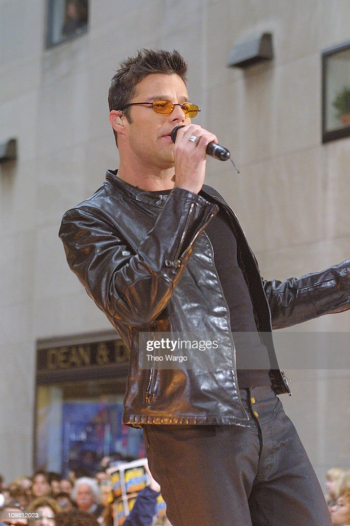 """Ricky Martin Performs on """"The Today Show"""" Summer Concert Series - May 18, 2001 : News Photo"""