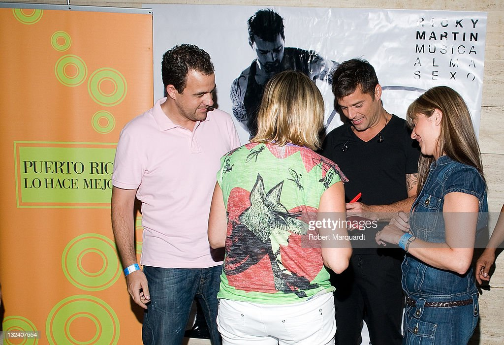 Ricky martin performs in concert in barcelona photos and images ricky martin 2ndr signs autographs at a meet and greet with fans at the m4hsunfo