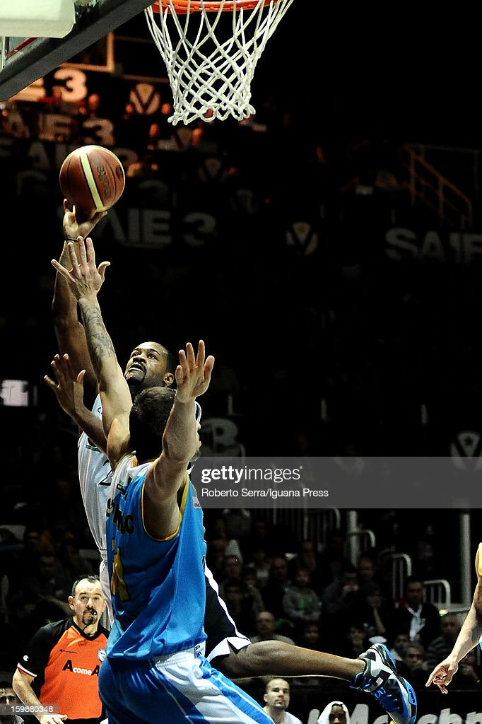 Ricky Minard of SAIE3 competes with Andrija Stipanovic of Vanoli in action during the LegaBasket Serie A match between Virtus SAIE3 Bologna and Vanoli Cremona at Futurshow Station on January 20, 2013 in Bologna, Italy.