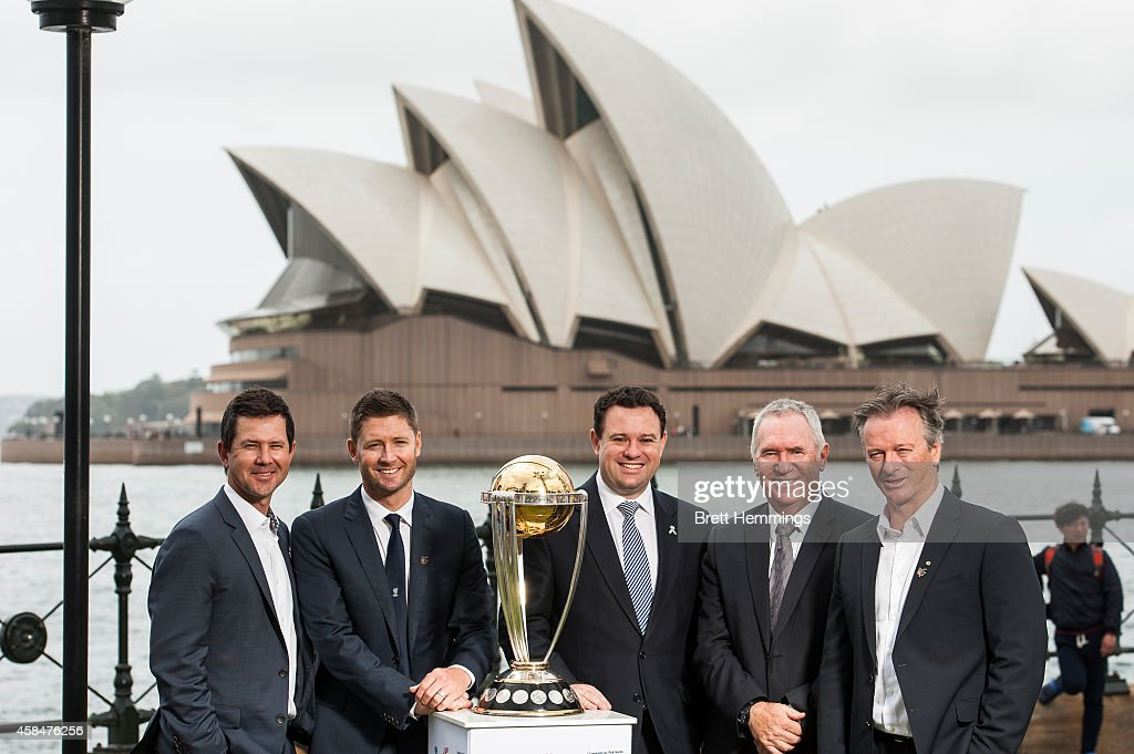 Ricky Ponting, Michael Clarke, Minister Stuart Ayres, Allan Border and Steve Waugh pose for a photo with the ICC Cricket World Cup Trophy during the ICC 2015 Cricket World Cup 100 days to go announcement on November 6, 2014 in Sydney, Australia.