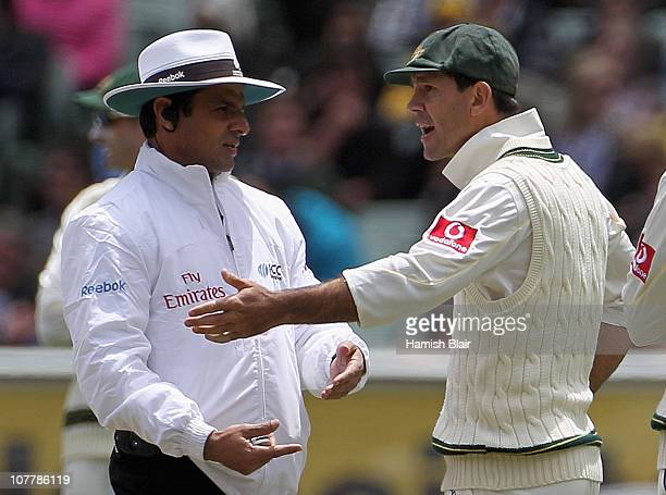 Ricky Ponting of Australia argues with umpire Aleem Dar after a referral against Kevin Pietersen of England was ruled not out during day two of the...
