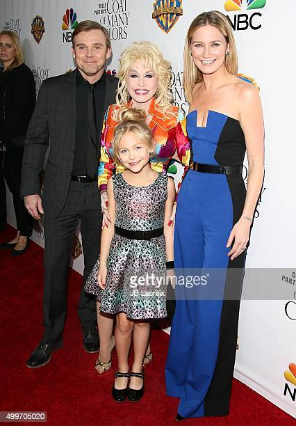Ricky Schroder Dolly PartonAlyvia Alyn Lind and Jennifer Nettles attend the premiere of Warner Bros Television's 'Dolly Parton's Coat Of Many Colors'...