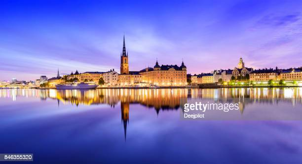 riddarholmen and gamla stan skyline in stockholm at twilight, sweden - stoccolma foto e immagini stock
