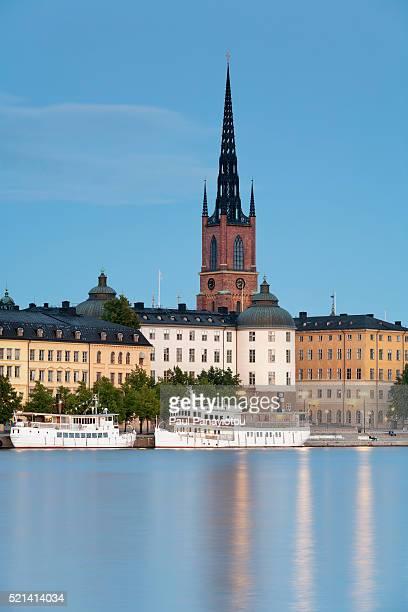 riddarholmen island and riddarholm church, stockholm, sweden - riddarholmkirche stock-fotos und bilder